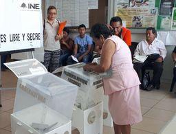 Inician las elecciones en Tabasco con saldo rojo