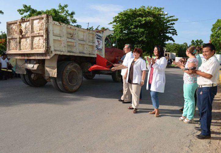 Autoridades dieron el banderazo de salida a los camiones recolectores. (Milenio Novedades)
