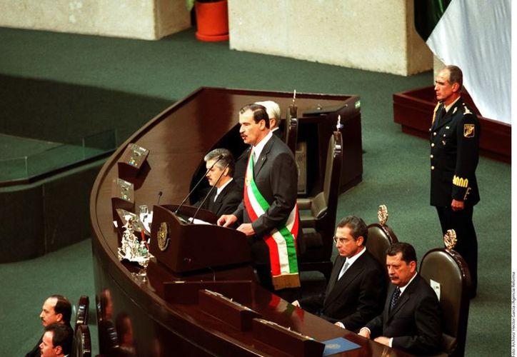 Vicente Fox durante su toma de protesta el 1o. de diciembre de 2000. (Agencia Reforma)