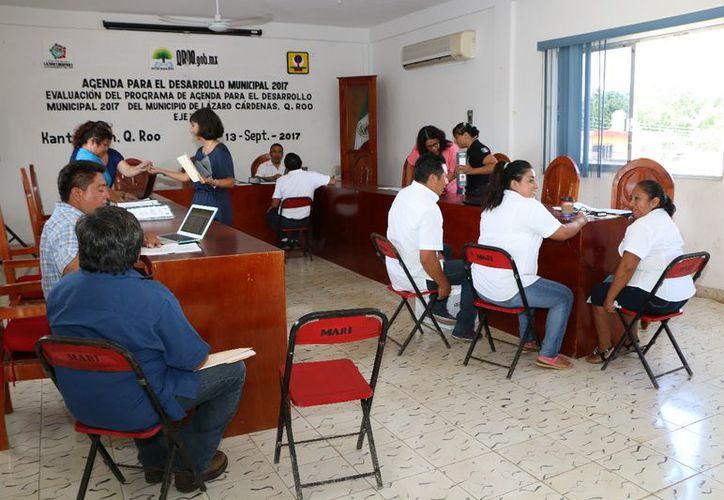 La sede de la reunión fue la sala de juntas del Ayuntamiento. (Gloria Poot/SIPSE)