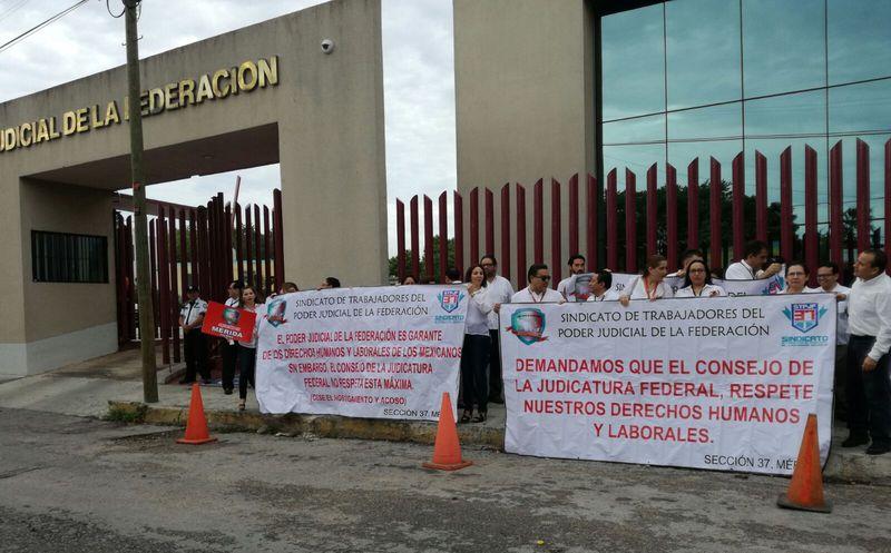 Demandan trabajadores del Poder Judicial estabilidad laboral
