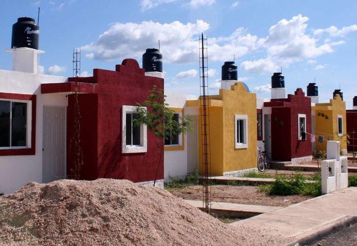 El director de la Facultad de Arquitectura de la Uady, Ginés Laucirica Guanche, indicó que la vivienda representa las grandes luchas de las sociedades. (Archivo/SIPSE)