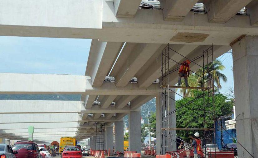 La edificación de obras no residenciales cayó 6.8% en agosto de 2013 respecto a agosto del año anterior. (Notimex/Foto de contexto)