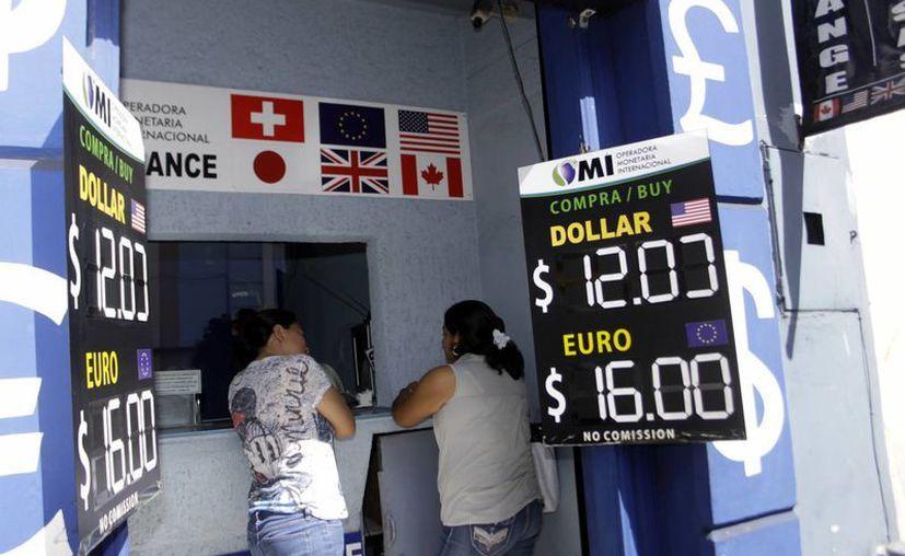 Esposas de migrantes siguen cobrando remesas cada mes. (Archivo SIPSE)