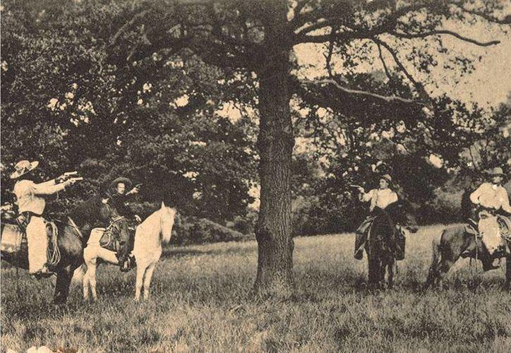 Las postales de los linchamientos eran muy populares hasta los años 30. (bbc.co.uk)
