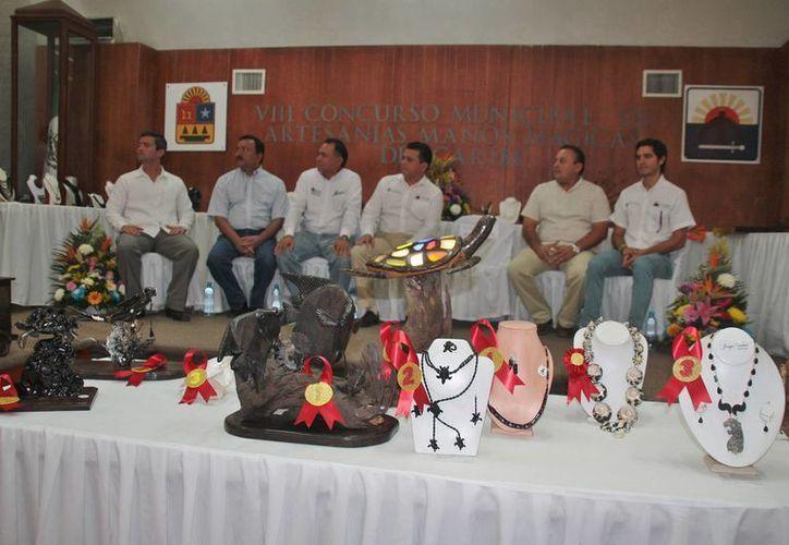 """El gobierno municipal organizó el concurso de artesanías """"Manos Mágicas del Caribe 2014"""". (Julian Miranda/SIPSE)"""