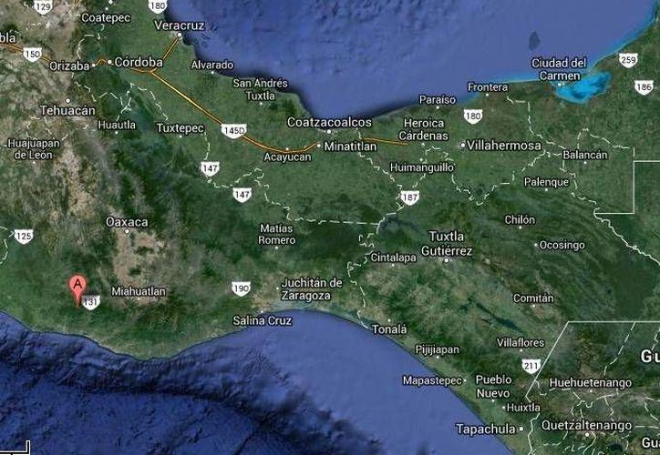 El alcalde electo de Santa Catarina Juquila (mapa) arribaba a su domicilio, en la colonia Azteca, cuando fue sorprendido por un individuo que le disparó. (Google Maps)
