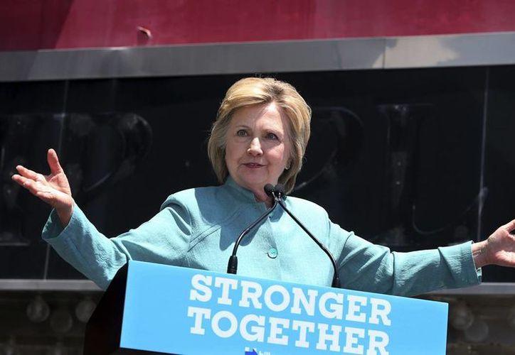 Hillary Clinton (en la imagen) y Donald Trump cancelaron eventos de campaña luego de la matanza de policías en Dallas. (AP/archivo)