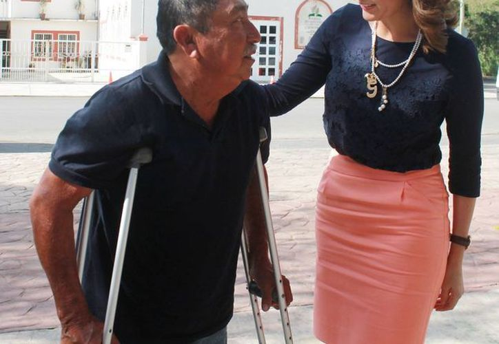 El señor Pedro Cupul fue uno de los que recibieron los apoyos. (Cortesía/SIPSE)
