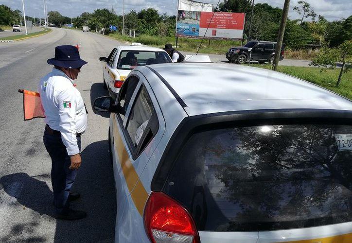 A partir del sábado iniciarán la supervisión de taxis, unidades de la cooperativa Maya Balam y volqueteros. (Javier Ortiz/SIPSE)