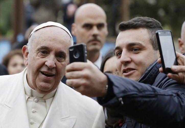 El Papa pidió a los fieles reunidos en San Pedro 'abrir los corazones a Dios'. (AP)