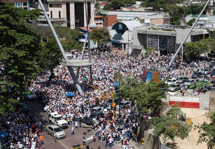 El capitán Rodolfo González, quien estaba preso por protestas contra el gobierno de Nicolás Maduro, fue hallado muerto. La imagen es de contexto. (Archivo/Efe)