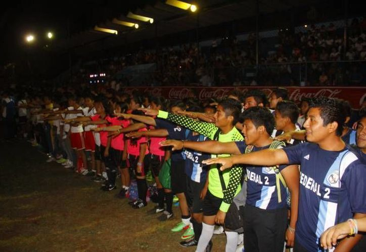 La Copa Fut-7/14'  tendrá la participación de los jóvenes de diez municipios de Yucatán y fue presentada por el diputado Henry Sosa Marrufo. (Foto de contexto/ SIPSE)