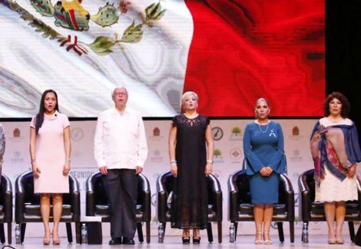 Mara Lezama asistió a la inauguración, en compañía del Secretario de Salud, José Narro Robles. (Twitter)