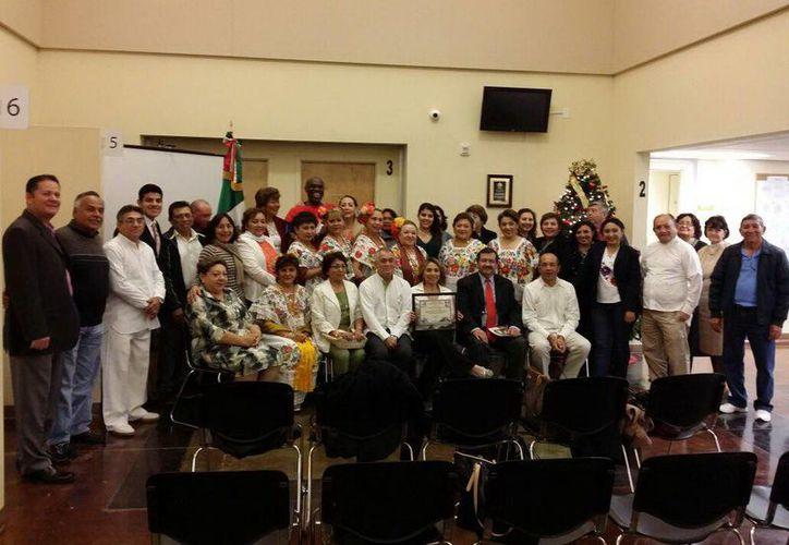 Yucatecos que acudieron a promocionar el FIC Maya en Las Vegas, donde se hará una exposición con conferencias en mayo. (Milenio Novedades)