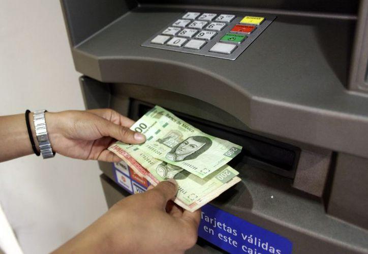 Actualmente, circulan billetes falsos de mil pesos. (Milenio Novedades)