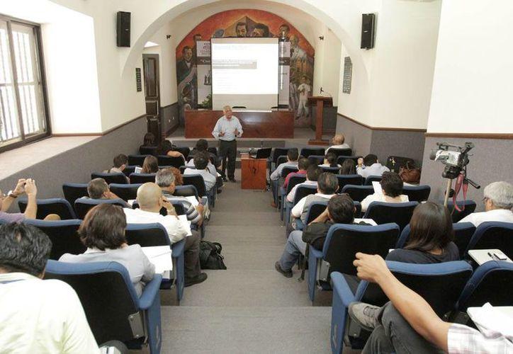 El taller se imparte en instalaciones de la Universidad Autónoma de Yucatán. (Cortesía)