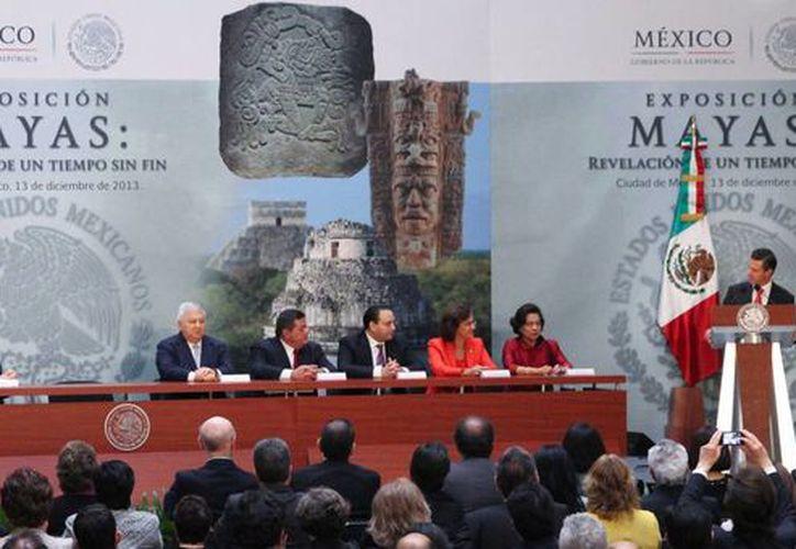 El gobernador Rolando Zapata Bello participó ayer viernes en la inauguración de una exposición sobre los mayas, en la Ciudad de México. (SIPSE)