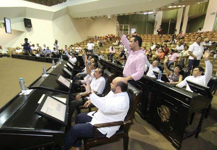 Diputados durante la sesión ordinaria que celebraron este jueves. (SIPSE)