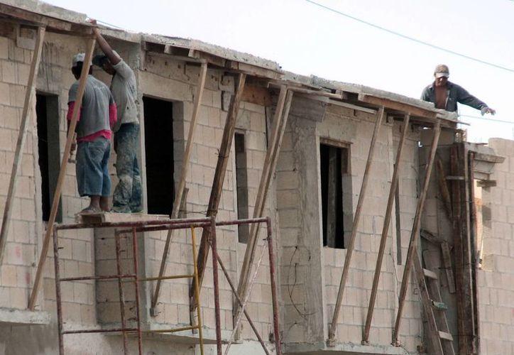 La capacitación es clave para evitar accidentes en obras de construcción, sector donde suelen ocurrir con frecuencia. (Milenio Novedades)