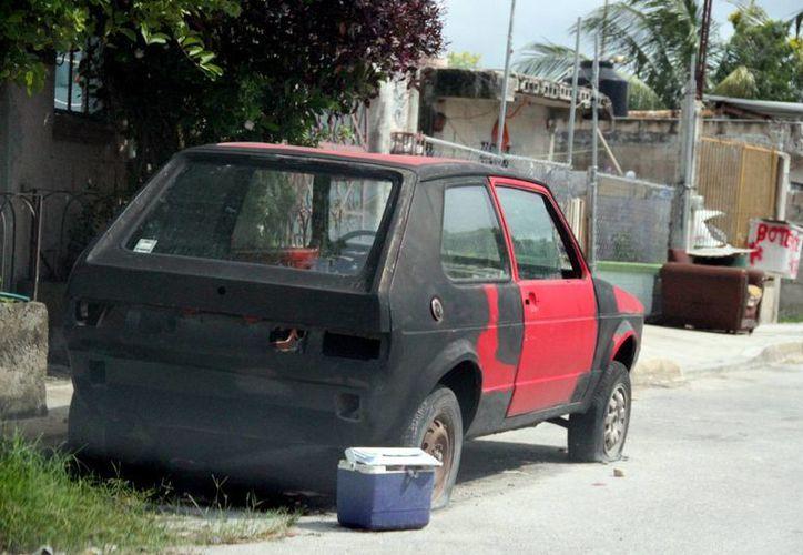 Esperan denuncia ciudadana para retirar vehículos abandonados. (Consuelo Javier/SIPSE)