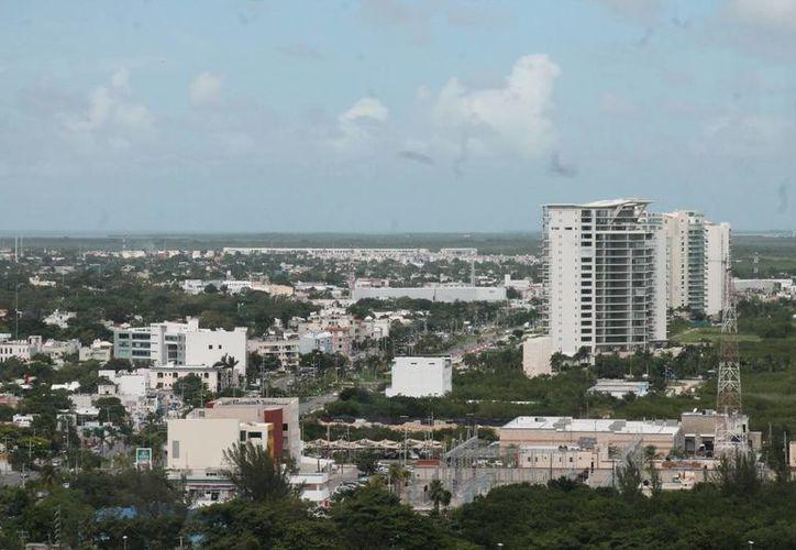 Las viviendas residenciales tienen precios que oscilan entre los 250 y 280 mil dólares. (Israel Leal/SIPSE)