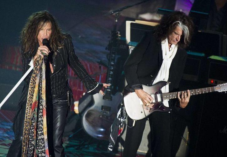 Steven Tyler y Joe Perry de Aerosmith animaron la gala en la que el segundo ingresó al Salón de la Fama de los Compositores. (Agencias)