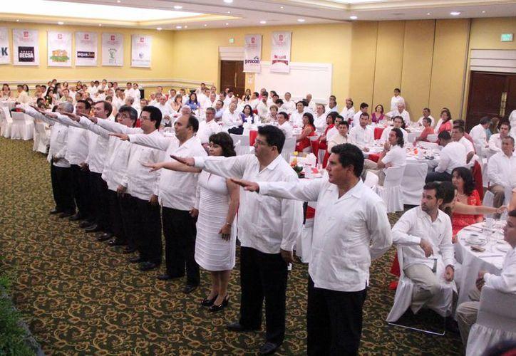 La nueva directiva del Colegio de Ingenieros Civiles de Yucatán rindió protesta para el período 2014-2015. (Milenio Novedades)