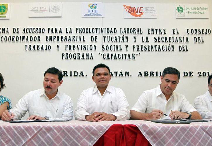 Firma del convenio de capacitación que permitirá contar con mano de obra calificada. (Cortesía)