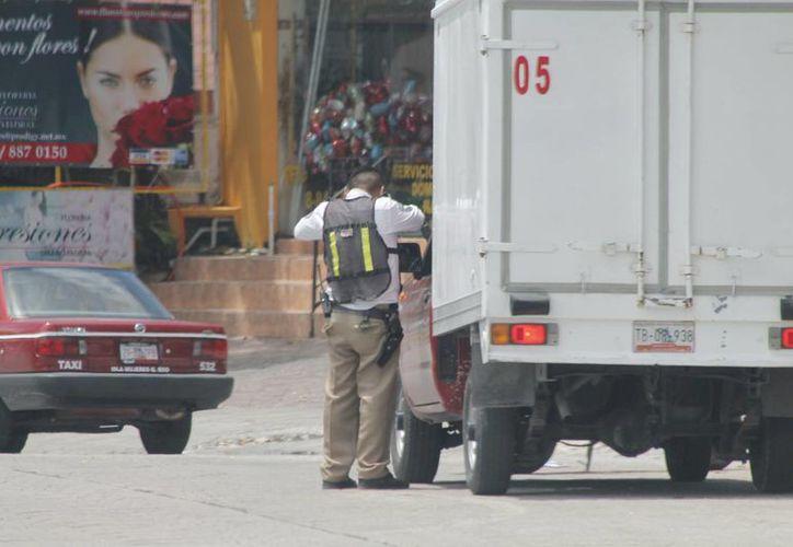 Hay 36 agentes de tránsito asignados a la zona hotelera de Cancún, en tres turnos. (Israel Leal/SIPSE)