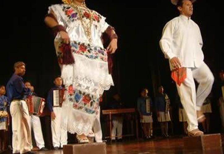 La agrupación, compuesta por 45 jóvenes, realizó una gira de presentaciones a lo largo del sureste mexicano. (Redacción/SIPSE)