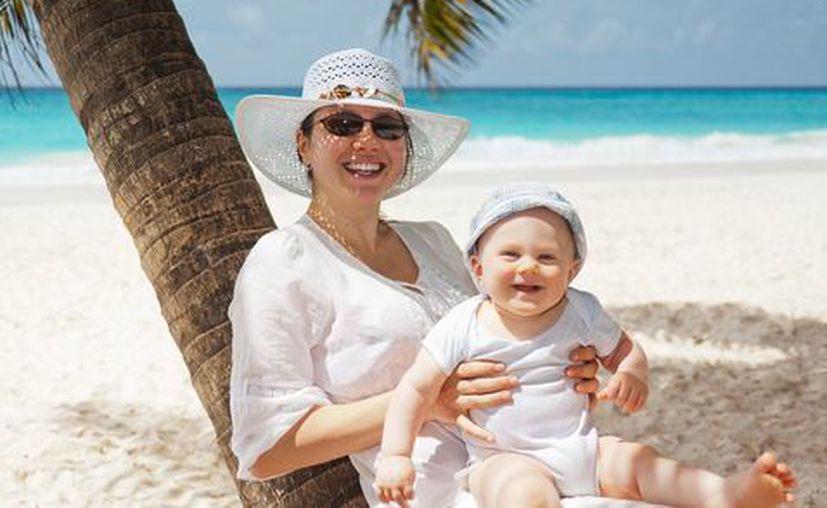 Viajar con hijos es difícil, y más si piensas tomar un avión, sigue las recomendaciones. (Milenio)
