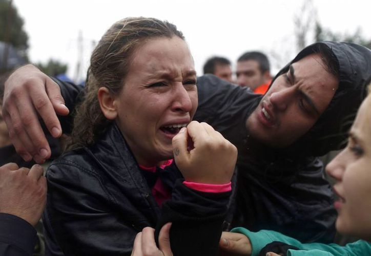 Un activista llora mientras se realiza la fiesta anual llamada 'Toro de la Vega'. (Agencias)
