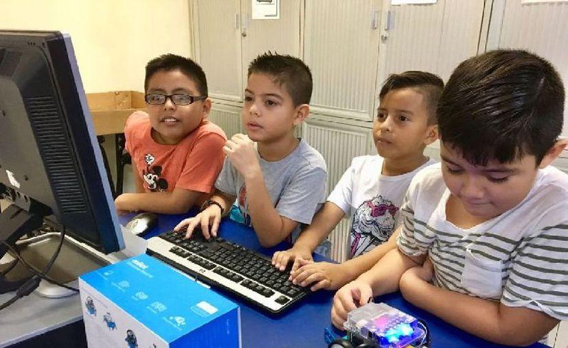 Más de 100 menores de edad participaron en el curso anual de robótica que se imparte en la Uqroo, en Chetumal.  (Joel Zamora/SIPSE)