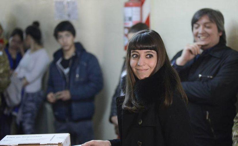 Un juez argentino dispuso el viernes el embargo de 4.6 millones de dólares  de Florencia Kirchner, hija de la expresidenta Cristina Fernández. (AP)