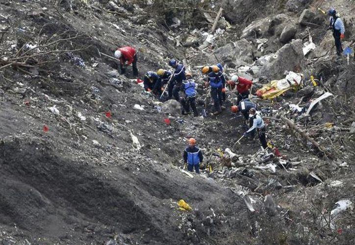 La caída del avión de Germanwings, que cubría la ruta de Barcelona a Düsseldorf, dejó un saldo de 150 ciudadanos de Alemania, Argentina, Australia, Bélgica, España, Reino Unido, Colombia, México y Holanda. (Agencias/AP)