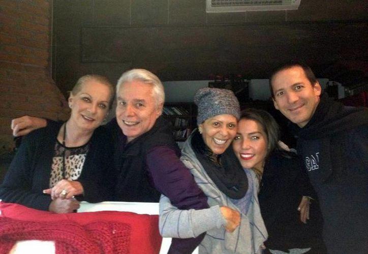 Alejandra Guzmán publicó en Twitter su foto de 'La banda rockera'. (@Al3jandraGuzman)