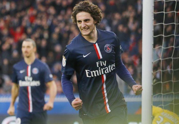 Adrien Rabiot anotó dos tantos en la victoria del Saint-Germain. (Foto: AP)