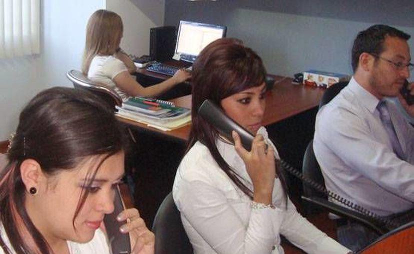 Sin embargo, aún pueden realizar llamadas los domingos. (Agencias)
