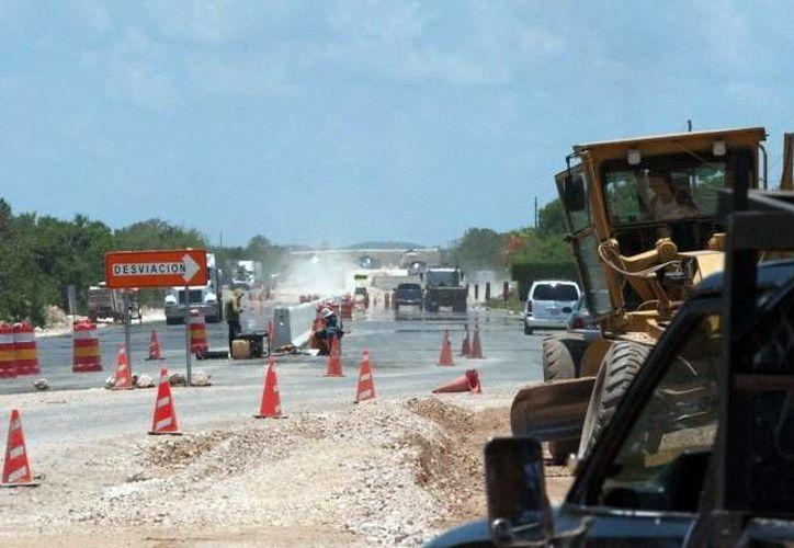 El mantenimiento a la red carretera tiene que ser constante. (SIPSE)