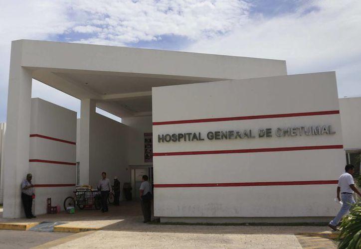 Los análisis de biometría hemática fuera del hospital van de 109 a 140 pesos. (Harold Alcocer/SIPSE)