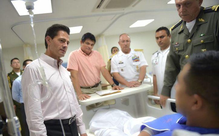 """Peña Nieto manifestó """"el orgullo que nos da tener elementos del Ejército bien resueltos y bien comprometidos"""". (Notimex)"""