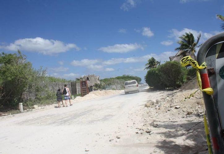 Un tercer hundimiento se registró este lunes en la carretera Tulum-Boca Paila. (Sara Cauich/SIPSE)