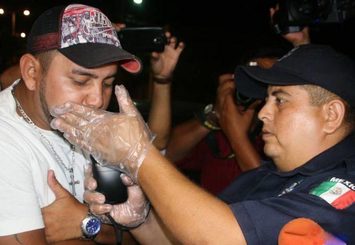 Se llevaron a cabo un total de 40 pruebas de alcoholimetría, según explicó Domingo Vivas Osorio, subdirector de Tránsito en la localidad. (Irving Canul/SIPSE)