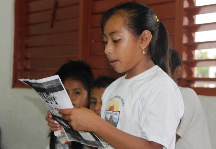 Escritores inculcarán el hábito de la lectura a niños de Bacalar. (Javier Ortiz/SIPSE)