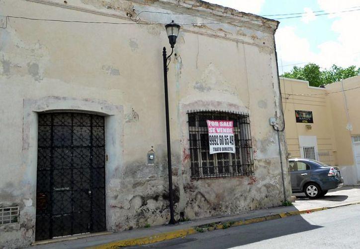 Las lluvias pueden hacer colapsar las casas antiguas del centro. (Milenio Novedades)