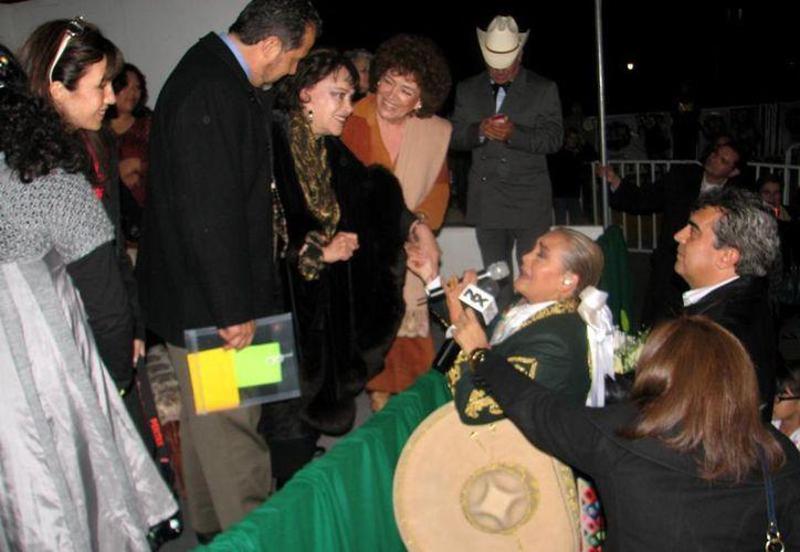 Lucha Villa en el homenaje y develación de su estatua en su natal Camargo en 2009. (presidenciacamargo.wordpress.com)