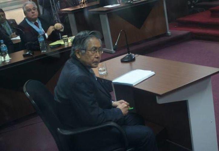 Alberto Fujimori agita las aguas políticas desde la cárcel y, de paso, gana un dinerito con su diario sensacionalista. (Agencias)