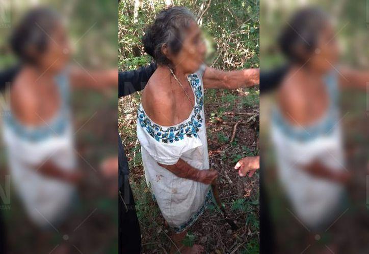 La mujer fue trasladada al hospital para su valoración. (Novedades Yucatán)