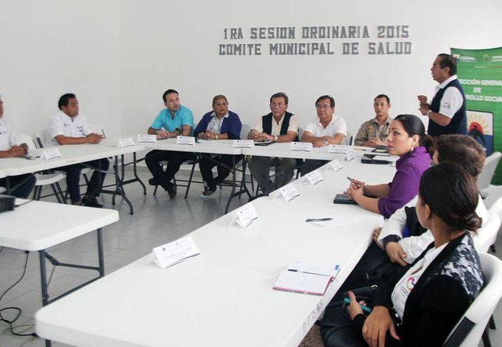 Las autoridades durante la primera sesión del Comité Municipal de Salud. (Cortesía/SIPSE)